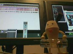 明和電機呼拉圈娃娃陪伴我跟監製渡過不少錄音及後期製作的艱辛歲月。