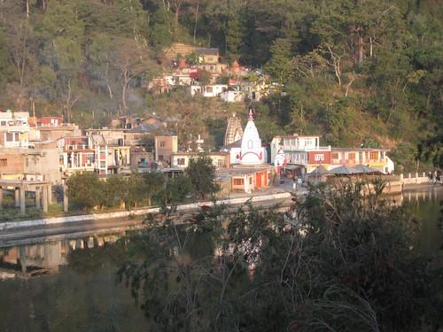 india lake town buddhist sikh mandi hindu pilgrimage himachalpradesh rewalsar theindiatree