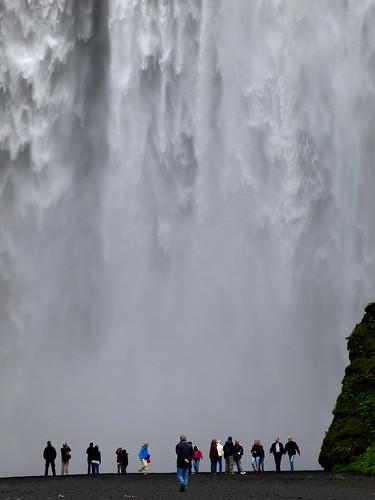 people water waterfall iceland tourists falls skógafoss skógar platinumheartaward