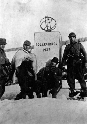 Soldater fra 6. eller 8. kompani ved Polarsirkelmonumentet