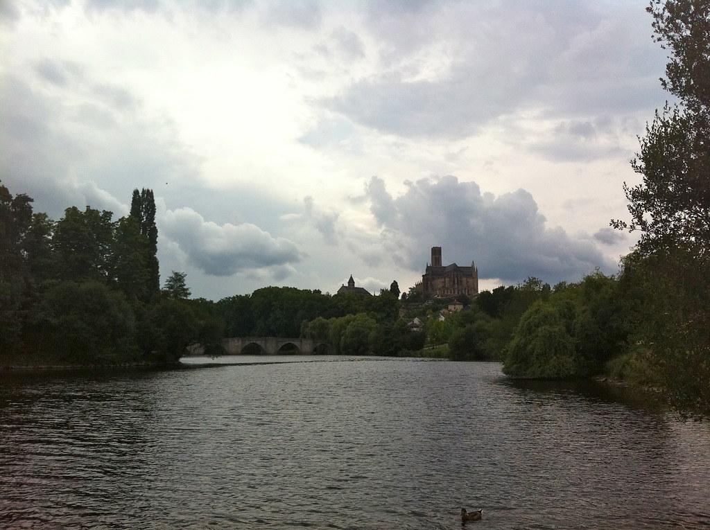 Limoges, vue sur la cathédrale depuis la Vienne