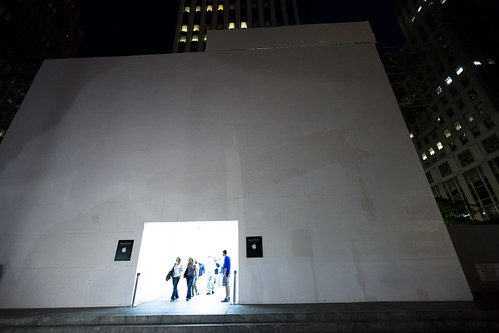 Front of Apple Store boxed, Manhattan | by Dan Nguyen @ New York City