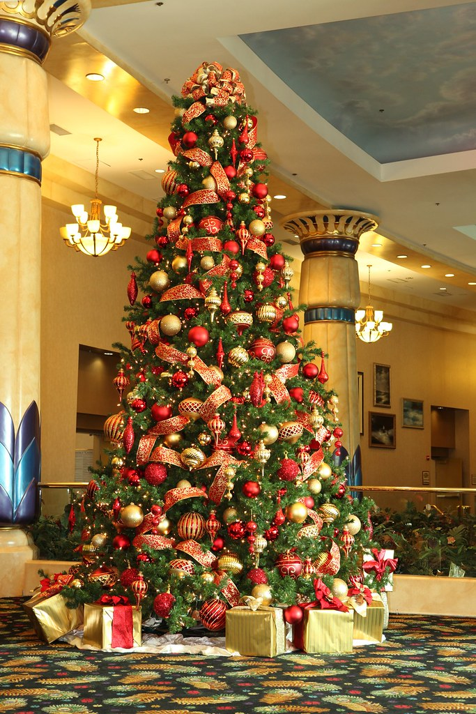 Red And Gold Christmas Tree Red And Gold 16ft Christmas Tr Flickr