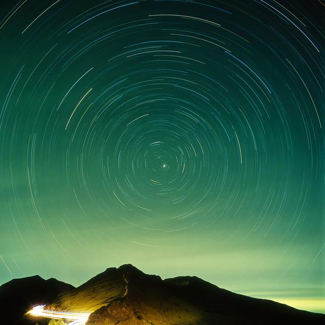 Star Trails above Shihmenshan 石門山星軌
