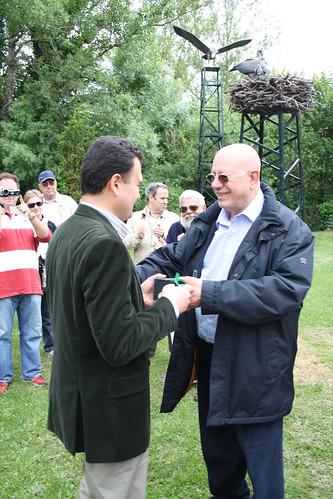 <p>Entrega de la distinción de honor a D. Federico Sepúlveda, Director General de Patrimonio Verde del Ayuntamiento de Madrid por parte de D. José Mª Jiménez Angulo, Decano del COITF.</p>