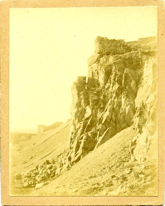 Roca Tarpeya a principios del siglo XX. Fotografía de D. Pedro Román Martínez. Diputación de Toledo, Centro de Estudios Juan de Mariana