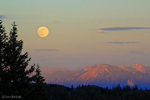 mountains landscape colorado dusk moonrise grandmesa shadowoftheearth