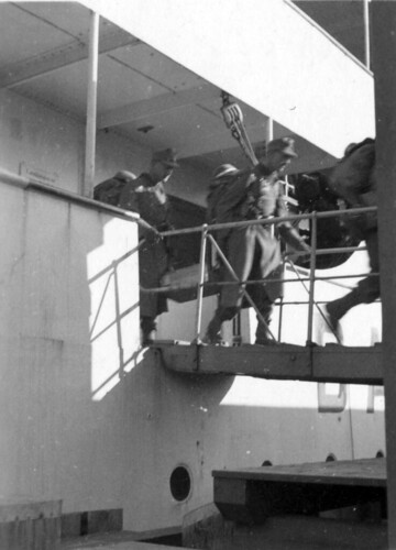Soldater går på land etter overfarten fra Jylland