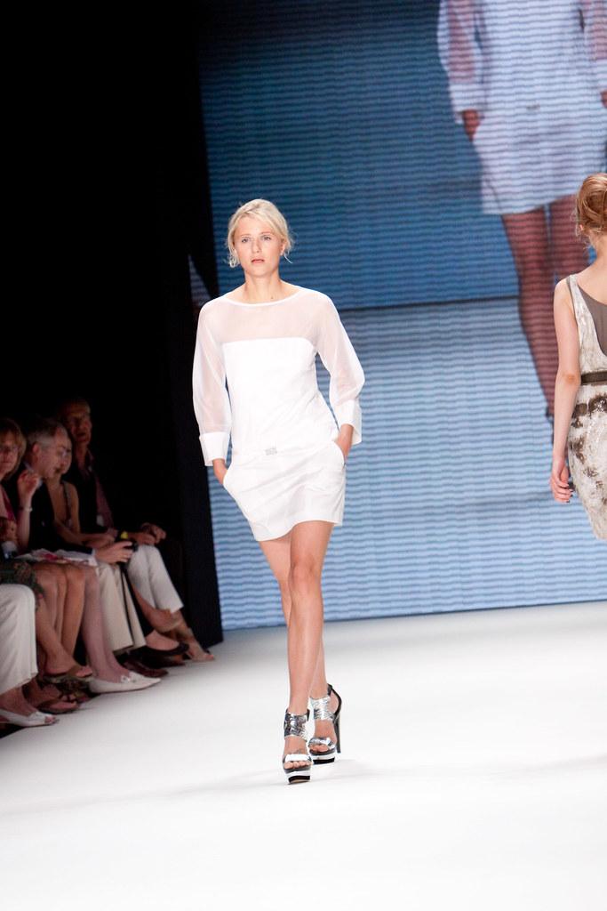 info for 8acbf 26b9d Fashionweek Fashionshow