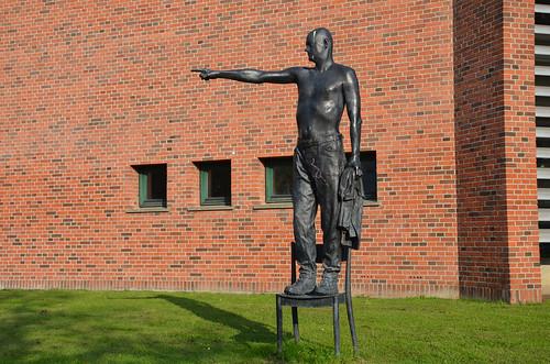 Pointing Statue, Pissing Statue, Københavns Universitet | by Blastframe