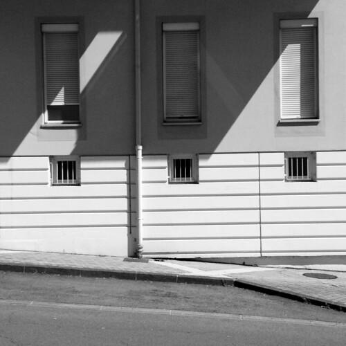 iphone iphonography iphonographie iphone4s city ville blackandwhite blackwhite noiretblanc street streetview bourgogne burgundy lecreusot saôneetloire fenetre window