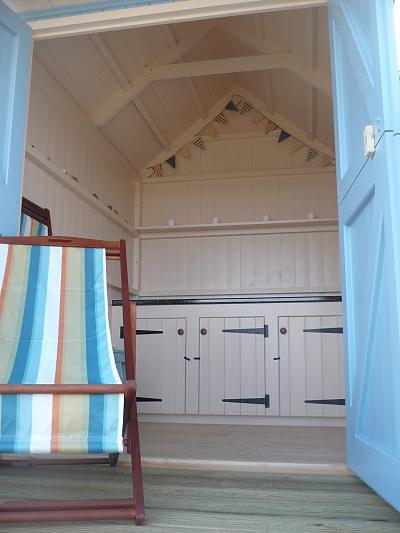 England east sussex brighton colourful beach hut for Beach hut interiors