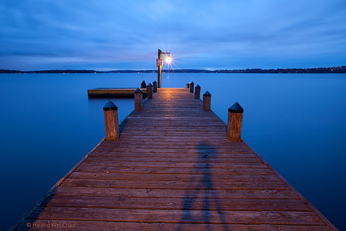 longexposure travel usa lake color colors night canon pier still dock lowlight colorful dusk symmetry lakeside nightlight symmetrical bluehour washingtonstate tranquil loner longexposures wideanglelens loners travelphotography washingtonlake llens 1635mmf28 thickcloud clouddrift canoneos5dmarkii asshotwhitebalance 4700k2 twoloners