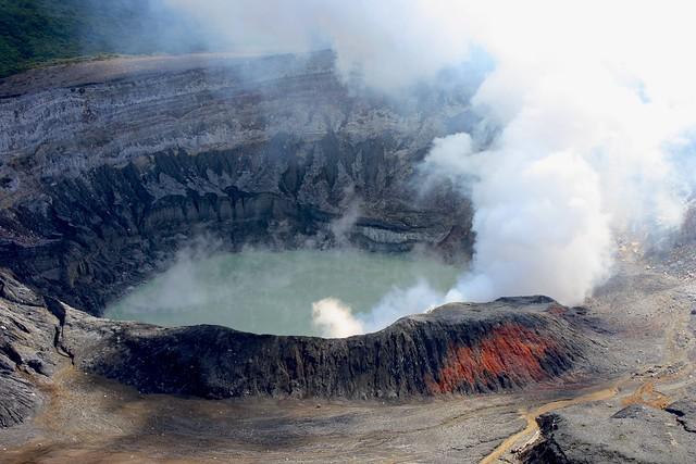 Detail of the main crater, Poás Volcano National Park / Detalle del cráter principal, Parque Naciónal Volcán Poás