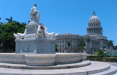 The west Indies fountain and Capitol building in Old Havana | Fuente de la India y el Capitolio en la Habana Vieja