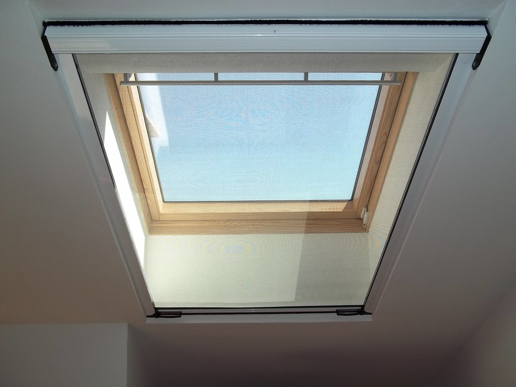 Zanzariere e tende per Velux e finestre da tetto | Tende da sole a ...