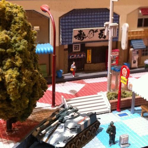 寿司屋の前に戦車が。新潟市万代。模型。 | by saito3d