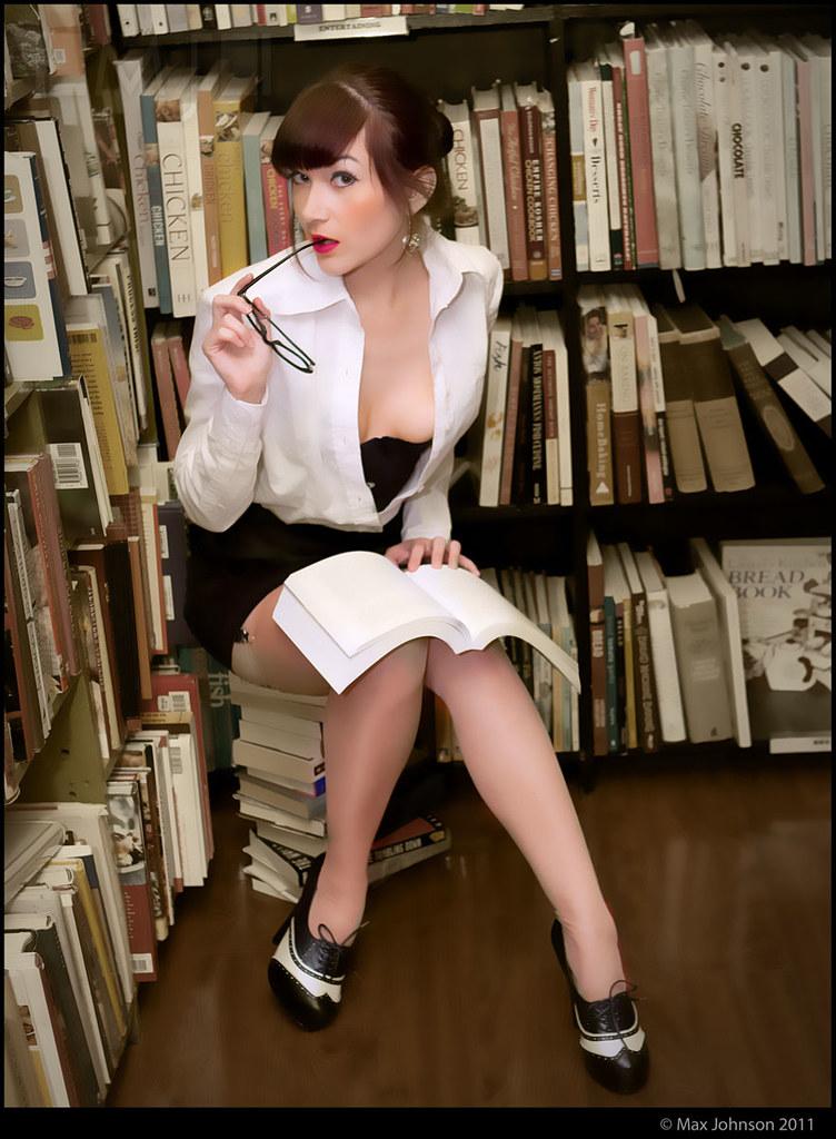 gone-naked-hot-librarian-women-espoir