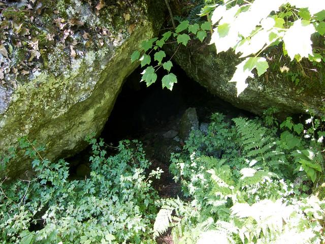 0:51:04 (56%): vermont bradford hiking cave devilsden wrightsmountain