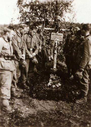 Minnestund ved graven til underoffiser Unterwieser - Bergjegere