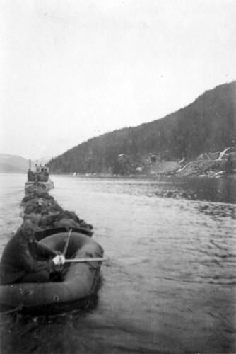 Ferjing i gummibåter fra Elsfjord