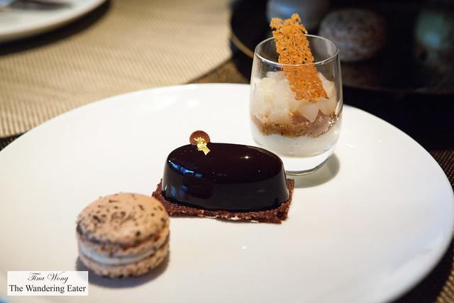 Earl Grey tea macaron, Délice Chocolat, glass of Poire et Pain d'epice
