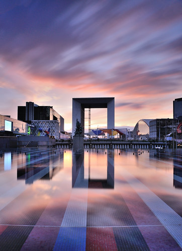 grandearche ladéfense hautsdeseine iledefrance fontaine agam fountain reflections reflets sunset coucher poselongue longexposure le leefilters lee bigstopper 10stops nd1000 leebigstopper clouds nuages sizuneye nikond90 nikon d90 tamron1750mmf28 tamron 1750mm