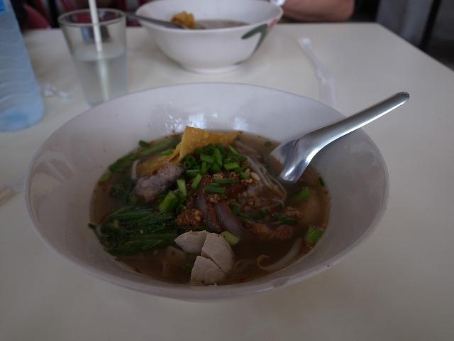 <p>e)量は少なめ・・・タイの人は1回に食べる量は少なくて何回も食べるのだと聞いたことがあるのですが、それでかな?</p>