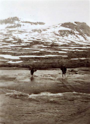 Bergjegere over elv under Bøffelmarsjen 2 -13. juni 1940