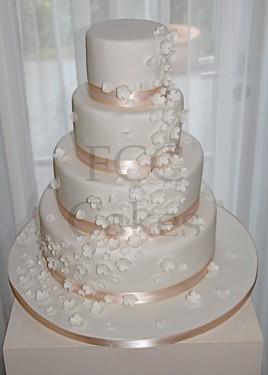 Pièce Montée Gâteau De Mariage Cascade De Fleurs Blanche