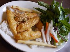 土, 2011-07-02 17:41 - Pho Sydney Banh Hoi Chao Tom サトウキビ串エビ団子載せ麺