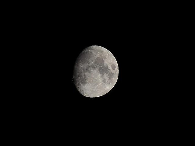 Moon on 55-200Vr
