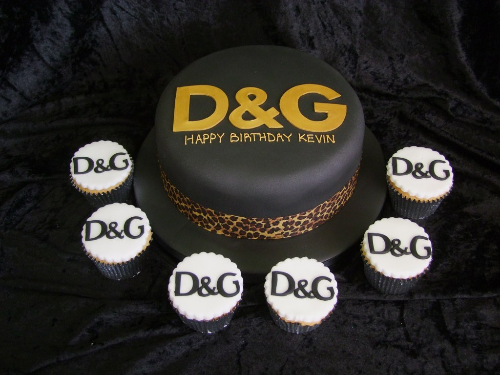 DG WITH CUPCAKES