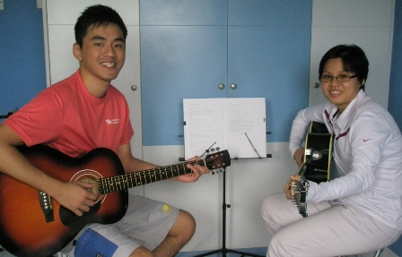 Beginner guitar lessons Singapore Yenni