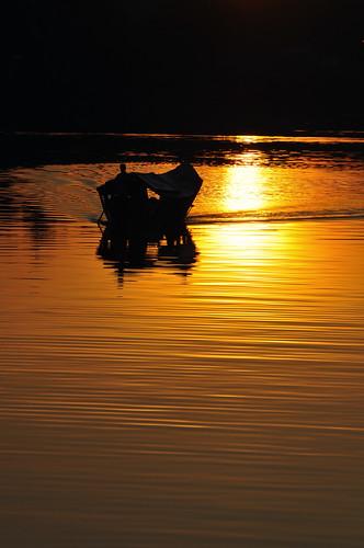 silhouette sunrise golden boat malaysia kuching 船 剪影 日出 黄金 kuchingwaterfront sarawakriver eastmalaysia 马来西亚 sooc 大马 砂劳越 古晋 东马 砂劳越河