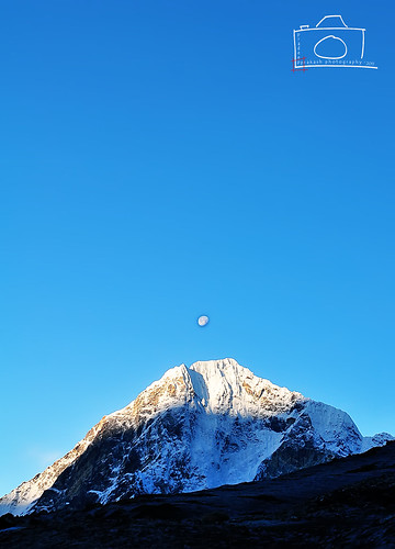 nepal moon snow sunrise hike everest sagarmatha 2011 lobuche