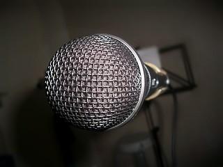 Microfone   by letticiaroque