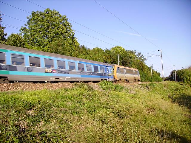 Train corail Téoz près de Pouilly-sur-Loire, Nièvre