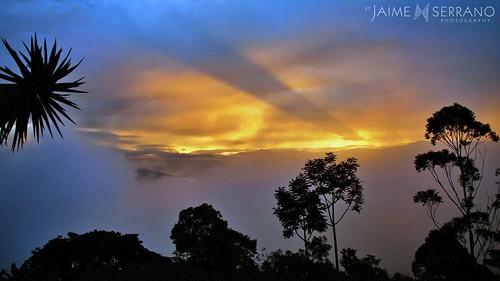 paisajes color ecuador natura amanecer cielo nubes andes vistas detalles niebla picnik panorámicas campiña piñas entorno