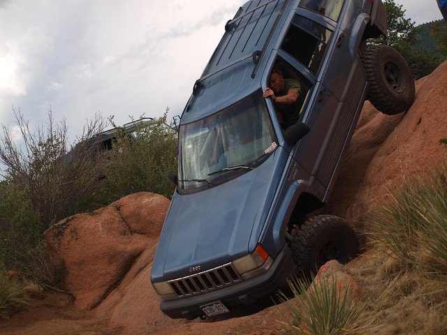 JEEP DOWN THE WALL 2
