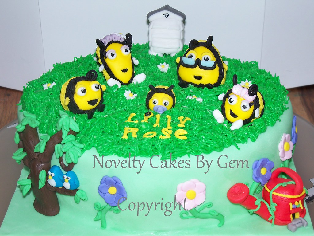 Amazing The Hive Cake Nick Jr Come Find Me On My Facebook Page Flickr Funny Birthday Cards Online Alyptdamsfinfo