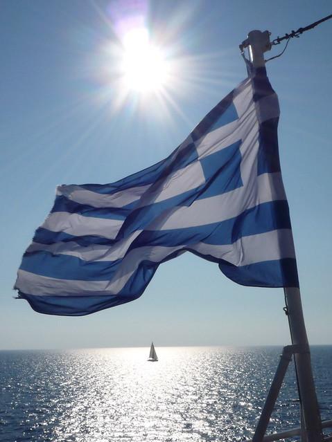 η σημαία ελληνική: greek flag (γαλανόλευκη : blue white)