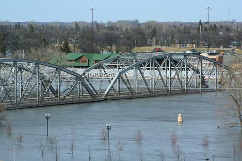 bridge water minnesota flood northdakota redriver grandforks eastgrandforks sorliebridge