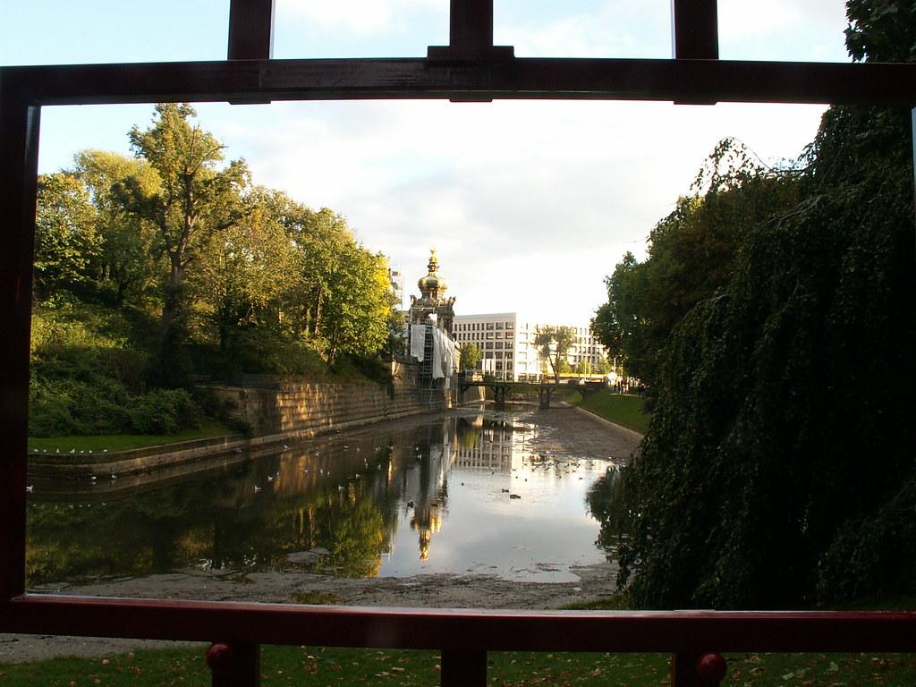 Dresden Zwinger am Wallgraben mit Blick zum Kronentor an der Längsseite zwischen den Langgalerien am Wallgraben und den Kaskade am Nymphenbad