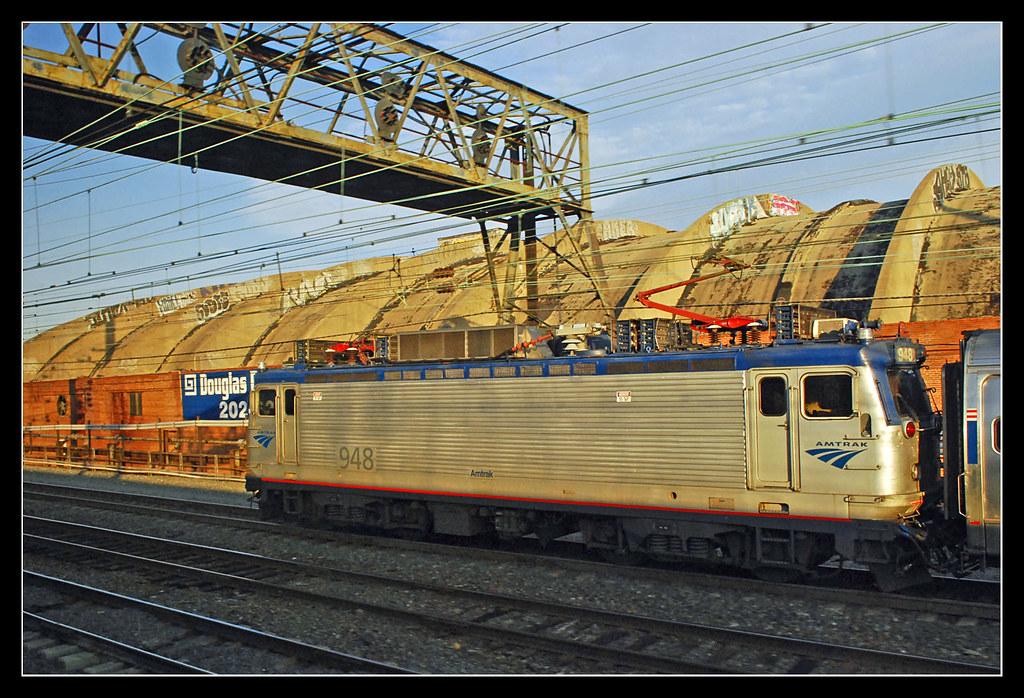 Amtrak NE regional train 171 @ Levittown, PA | Amtrak AEM