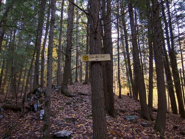 0:13:26 (8%): sign vermont hiking fairlee crossrivendelltrail baldtopmountain
