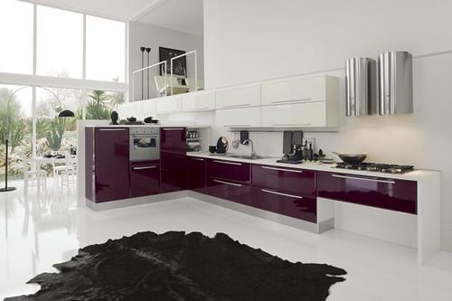 Cucina viola lucido cucina angolare moderna semicolonne for Viola arredamenti