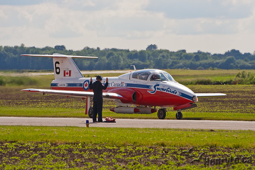 Snowbird 6 finding its parking spot   by Henry_Lo