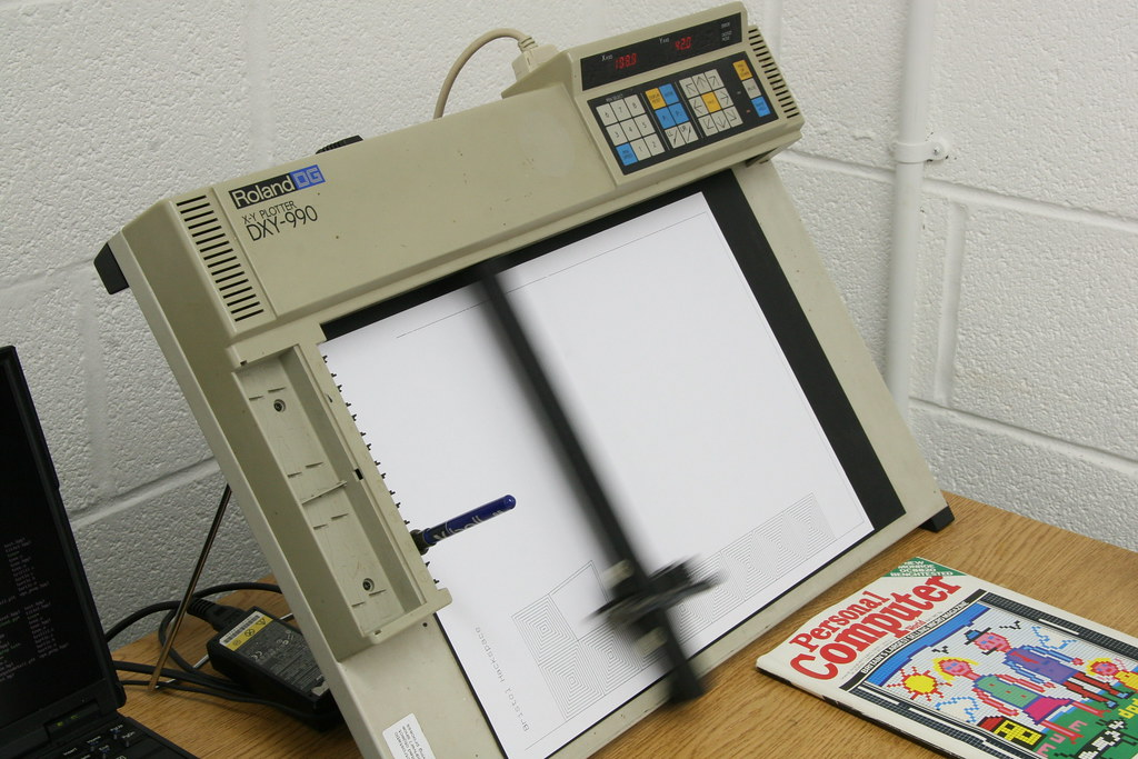 Roland Plotter | The Roland DXY-990 plotter, drawing the op