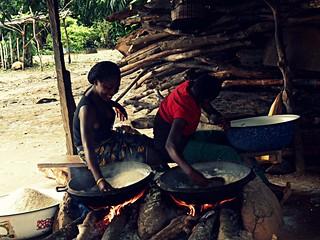 Girls preparing garri